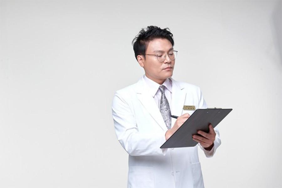 童顔のためのスマートな幹細胞脂肪移植、専門医から受けなければ…
